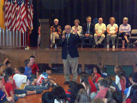 County Executive William R. Steinhaus with Students at JV Forrestal Elementary School   - photo 3